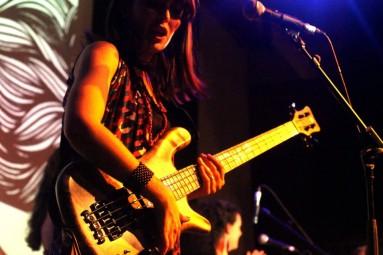 Sara Farina - Warwick Streamer $$ Live Bass - photo: Bruna Mush