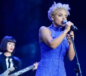 Sara Farina - Rox Live Brasil