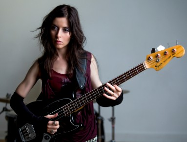 Sara Farina - Fender Vintage Mustang Bass